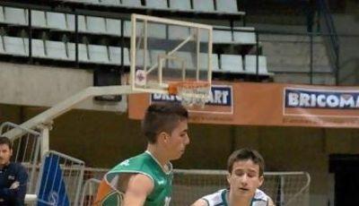 Héctor Barrera subiendo el balón (Foto: Amics)