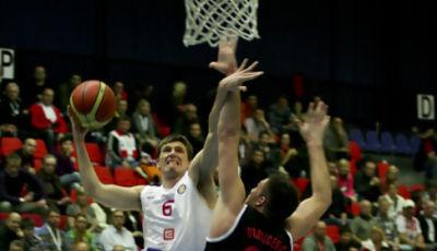 Pavel Pumprla entrando a canasta (Foto: VTB)