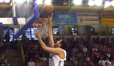 Felipe Reyes anota dos puntos (foto: Fran Martínez)