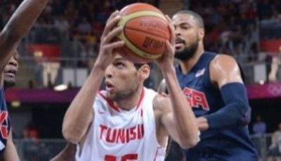 Salah Mejri jugando ante USA Basketball en los pasados JJOO (Foto: FIBA)
