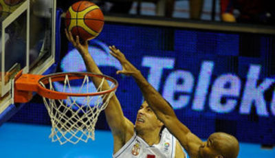 Bandeja de Milenko Tepic (Foto FIBA Europe/N.Parausic)