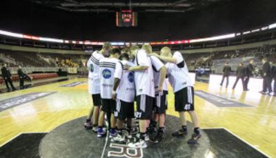 VEF Riga la noche que se alzó con el título de campeón de la temporada 2011-12 (foto: VEF Riga / Mikus Klavins)
