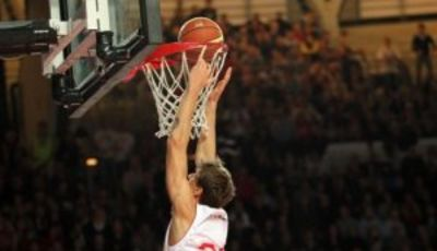 Achille Polonara sigue creciendo (Foto: pallacanestrovarese.it).