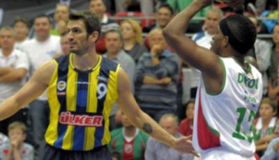 Baris Ermis defiende a Bobby Dixon (Foto: TBL)