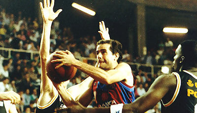 Nacho Solozábal penetra ante Ricky Winslow y Herreros (Foto: Miqui Forniés)