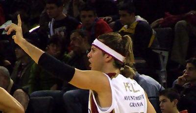 El italiano no tardó en dirigir el juego del Granada (foto: FM)