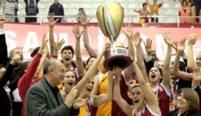 El Galatasaray alzando su título copero (Foto: Federació turca)