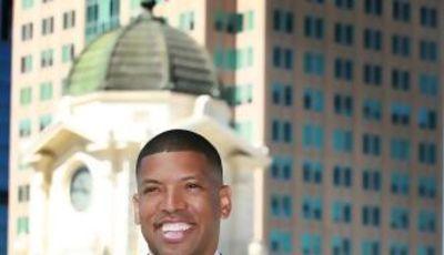 Kevin Johnson, alcalde de Sacramento y leyenda en los Suns (Foto: Página Oficial Facebook).