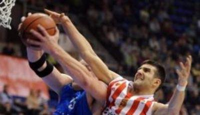 Cvetkovic lucha por un balón (Foto: ABA Liga)