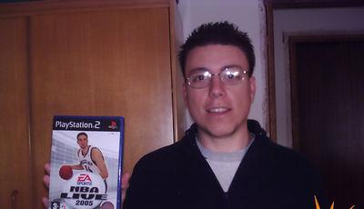 """Javier Rivera, vencedor de la Cyberliga en el mes de Diciembre de 2004.<br> """"NBALive 2005 es una auténtica pasada, sobretodo los mates"""""""