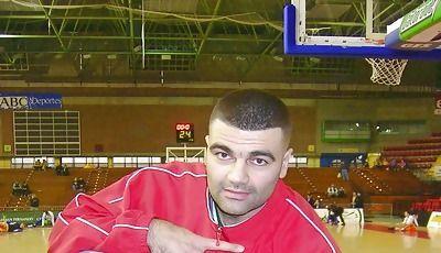 Vasco Evtimov saluda y posa para las cámaras de Solobasket