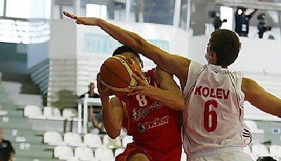 La explosividad de Pere Tomás, la perla del DKV, en la LEB Plata con el CB Prat (foto FIBA Europe)