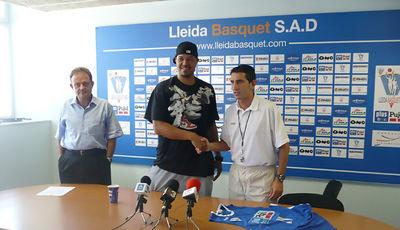 Brian Jones en su presentación como jugador del Plus Pujol Lleida