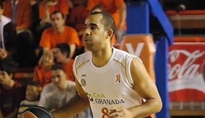 Carlos Cherry sube la pelota (foto: FM)