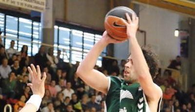 Berni Rodríguez penetra a canasta (foto: FM)
