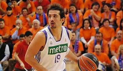 Kerem Tunçeri sube la pelota (foto: FM)
