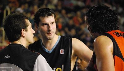 Guardia y Kakiouzis discuten una acción del juego (foto: FM)