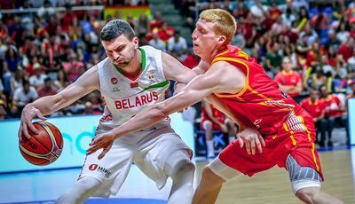 Alberto Díaz en defensa (Foto: fiba/basketball.es)