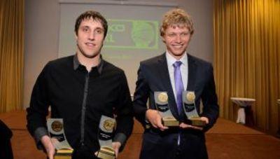 Orelikas y Kuzminskas posan con el trofeo (Foto: lkl.lt)