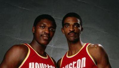 Akeem Olajuwon y Ralph Sampson.